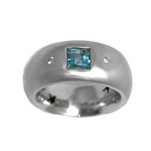 Bague H.Stern en or blanc, diamants, topaze.