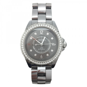 "Montre Chanel ""J12 Chromatic"" sertie de diamants."