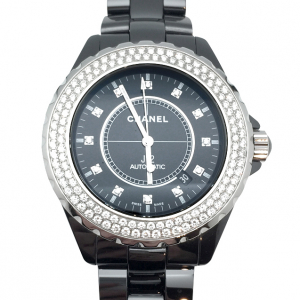 Montre Chanel J12 sertie de diamants.