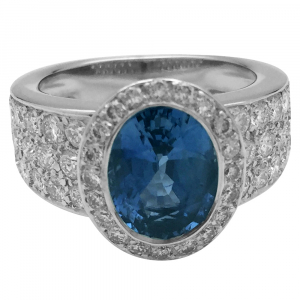White gold ring, sapphire and diamonds.