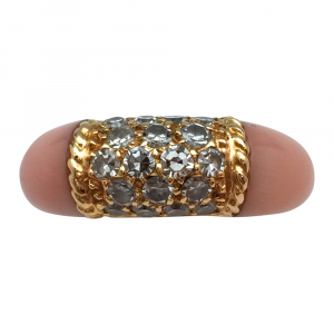 "Bague Van Cleef et Arpels ""Philippine"" en or jaune, corail rose et diamants."