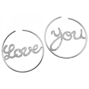 "Créoles en or blanc et diamants ""Love You""."