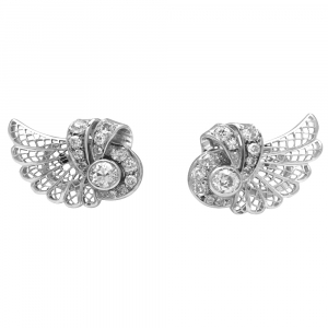 Boucles d'oreilles volutes en or blanc et diamants.