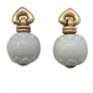 "Boucles d'oreille Bulgari ""Chandra"" en or jaune et porcelaine."