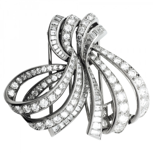 "Double clip Boucheron, ""Noeud"" en platine, or blanc et diamants."