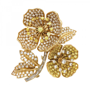 "Broche Boucheron ""Eglantine"" en or jaune, diamants blancs et jaunes."