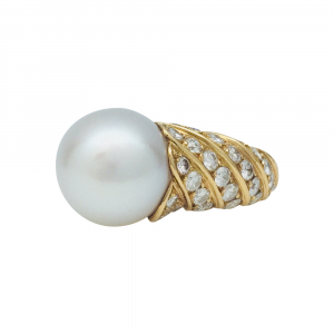 Bague en or jaune Tabbah, perle blanche et diamants.