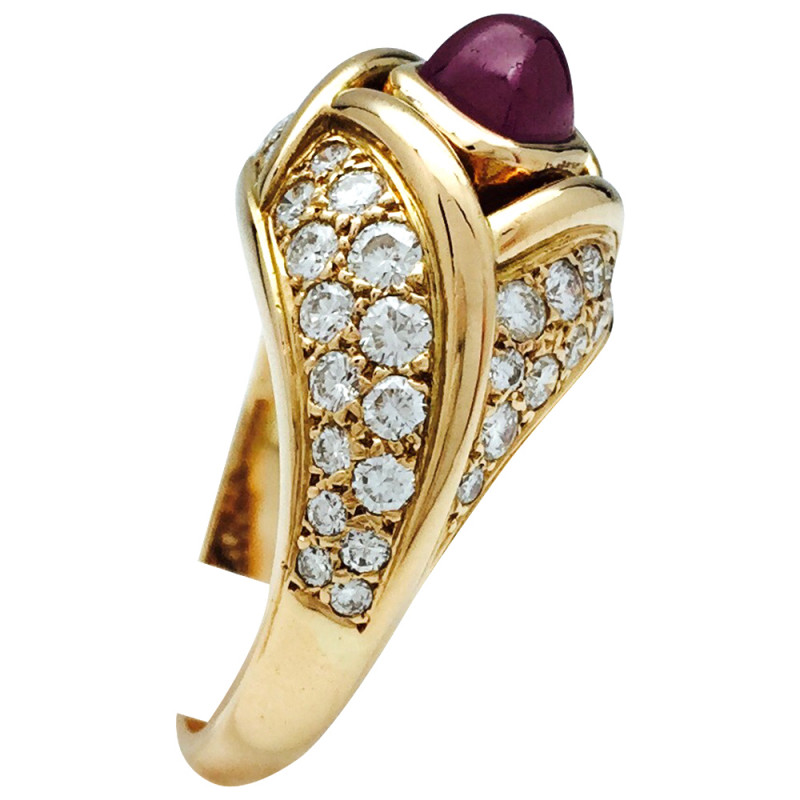 Bague Cartier en or jaune, diamants et rubis.