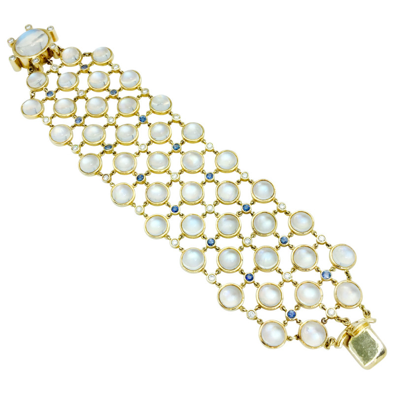 "Bracelet en or jaune Temple St Clair ""Rainbow Moonstone"", pierres de lune, diamants et saphirs."